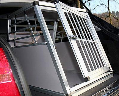 hundebox f rs auto aluminiumrahmen u t re onlineshop f r. Black Bedroom Furniture Sets. Home Design Ideas